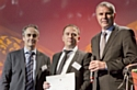 Nicolas Sandjian entouré de Marc Sauvage, président de la Cdaf (à gauche) et de Pierre Pelouzet, médiateur des relations inter-entreprises (à droite).