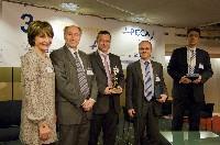 Solange Ligeret, secrétaire général de l'Apeca, et Georges Fischer, président, (de g. à dr.) ont remis les trophées 2008.
