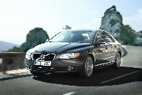 Volvo rajeunit sa S80
