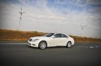 L'effort environnemental se poursuit : la Classe S 400 H affiche un taux de CO2 de 186g malgré ses 299 chevaux.