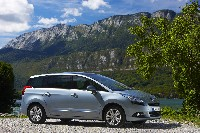 Dynamisme hors pair pour le monospace compact Peugeot 5008.