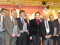 Olivier Menuet (au premier plan), recevant le prix décerné à la SNCF.