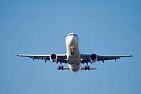 Avec 25,2 millions de passagers en 2010, l'aéroport Paris-Orly est la deuxième porte d'entrée des touristes, après Paris-Charles de Gaulle.