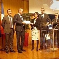 Label Relation Fournisseurs Responsable remis à la SNCF en présence de Fleur Pellerin, ministre déléguée aux PME, à l'Innovation et à l'Économie numérique