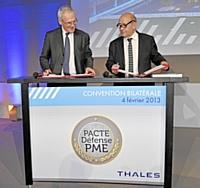 Jean-Bernard Levy, Président-directeur Général de Thales (à gauche) et Jean-Yves Le Drian, Ministre de la Défense (à droite)