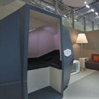 calmspace une cabine pour faire la sieste au bureau. Black Bedroom Furniture Sets. Home Design Ideas