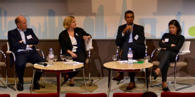 David Divialle-Corbière (au micro), directeur achats de Sogefi,lors de la table ronde organisée par l'AAMAI. Il est entouré -à gauche- de Nathalie Bornard (BPCE)et de Stéphane Paillot(Bel) et de Alhlem Hamdi (RMN Grandpalais),à droite.
