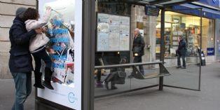 JCDecaux transforme un abribus en centre de tri artistique