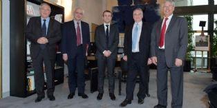 Réunion de la Task force automobile autour d'Emmanuel Macron à Bercy le 24 mars 2015.