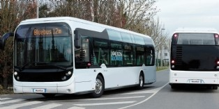 Bolloré inaugure l'usine de production de son futur grand bus 100% électrique