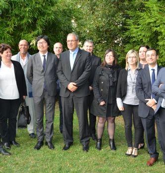 Jean-Vincent Placé et les équipes du GIP e-Bourgogne.