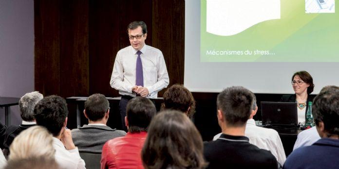 Philippe Rodet, médecin urgentiste, expert du stress au travail, au cours d'une formation au management bienveillant chez Casino