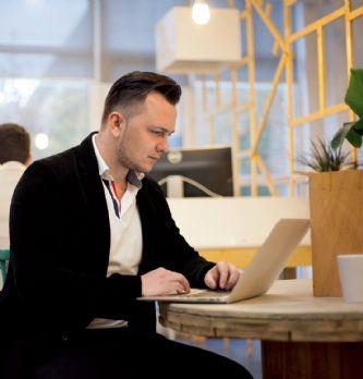 Manque de confidentialité et de concentration : les défauts des espaces de travail nomades