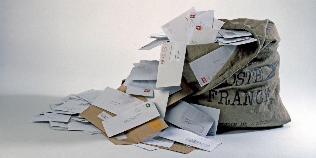Massification du courrier: plusieurs mairies réduisent leurs frais d'affranchissement avec Jetimbremoinscher.com