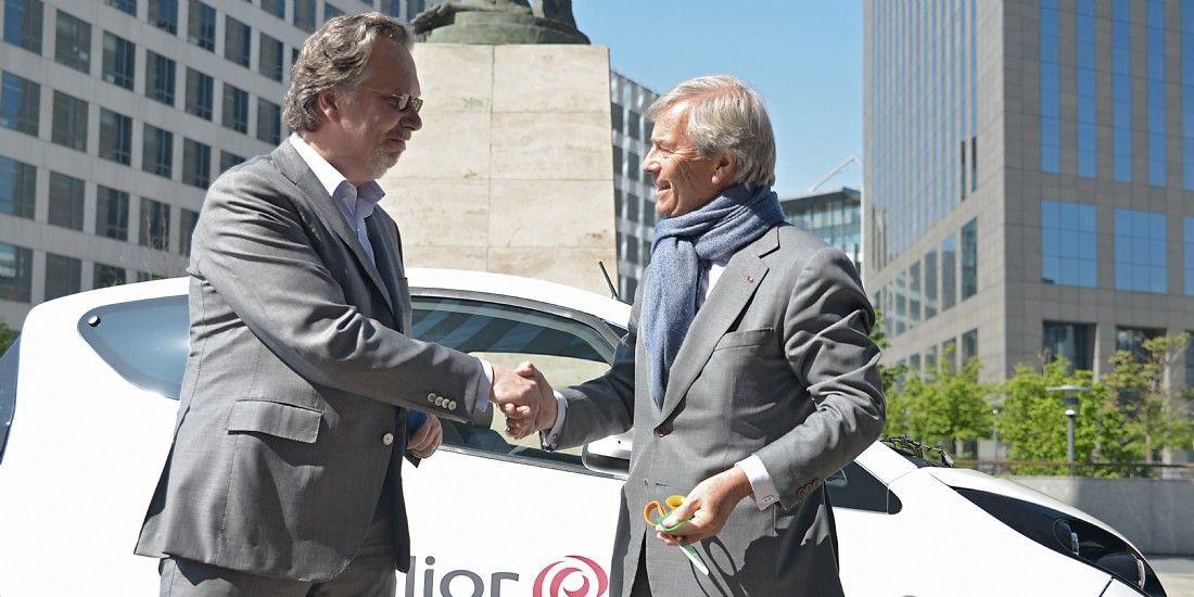 Vincent Bolloré, président-directeur général du Groupe Bolloré, et Philippe Salle, président-directeur général d'Elior Group, lors de l'annonce de cette électrification de flotte