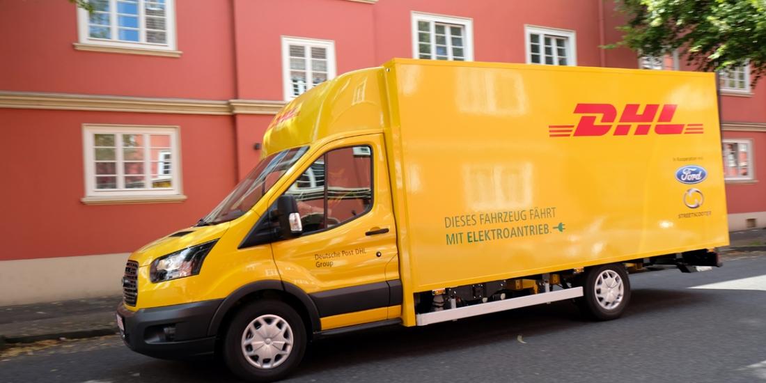 Un fourgon de livraison électrique produit conjointement par le Groupe Deutsche Post DHL et Ford
