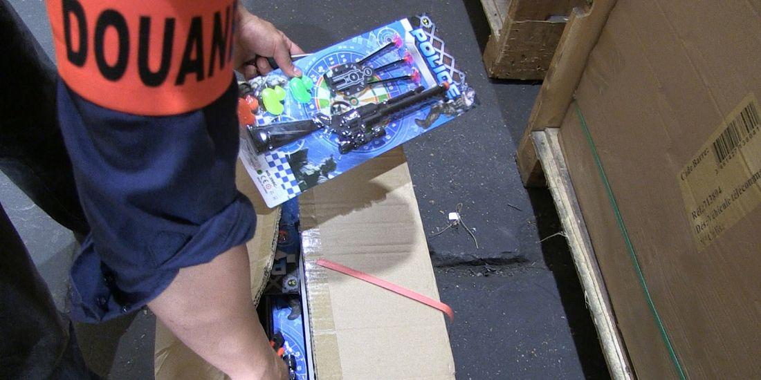 La douane vient de saisir près de 90 000 jouets et articles cosmétiques dangereux