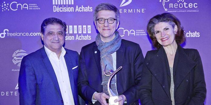 Laurent Deleville, directeur open innovation du groupe Safran (au centre) a reçu le Trophée Or dans la catégorie Innovation des mains de Gérard Dahan (Determine).