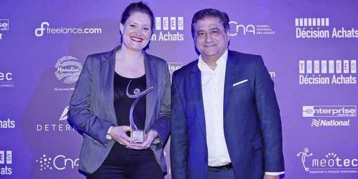 Marion Decroix, responsable RSE du Groupe Rocher, a reçu son Trophées des mains de Gérard Dahan, CMO et EMEA SVP de Determine, notre sponsor.
