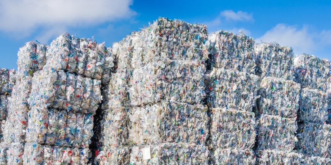 Carrefour réduit le plastique de ses fournitures scolaires
